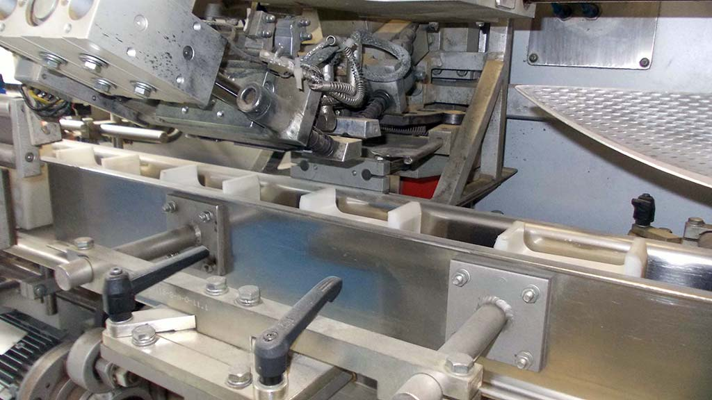 Stand-Up-Pouch-Sealing-Machine-Fawema-FSB-118R Image3