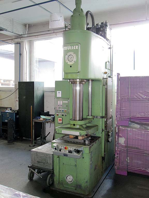 Hydraulic Single Column Press MÜLLER WEINGARTEN CEZ 63.5.10 Image-1