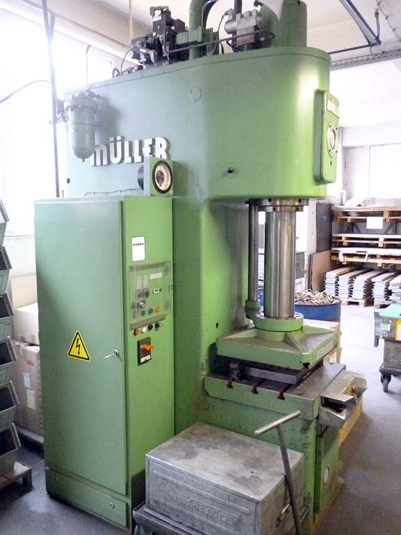 Hydraulic Single Column Press MÜLLER WEINGARTEN CEZ 63.5.10 Image-2