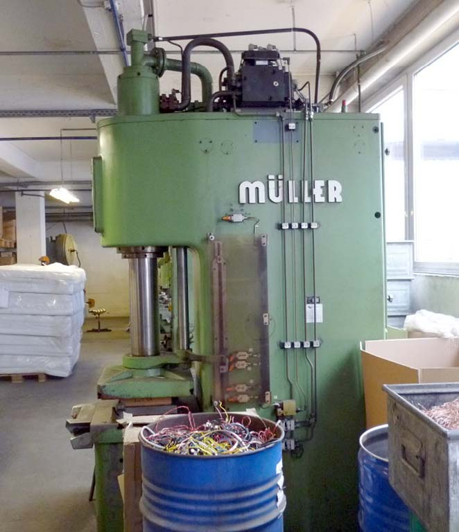 Hydraulic Single Column Press MÜLLER WEINGARTEN CEZ 63.5.10 Image-3