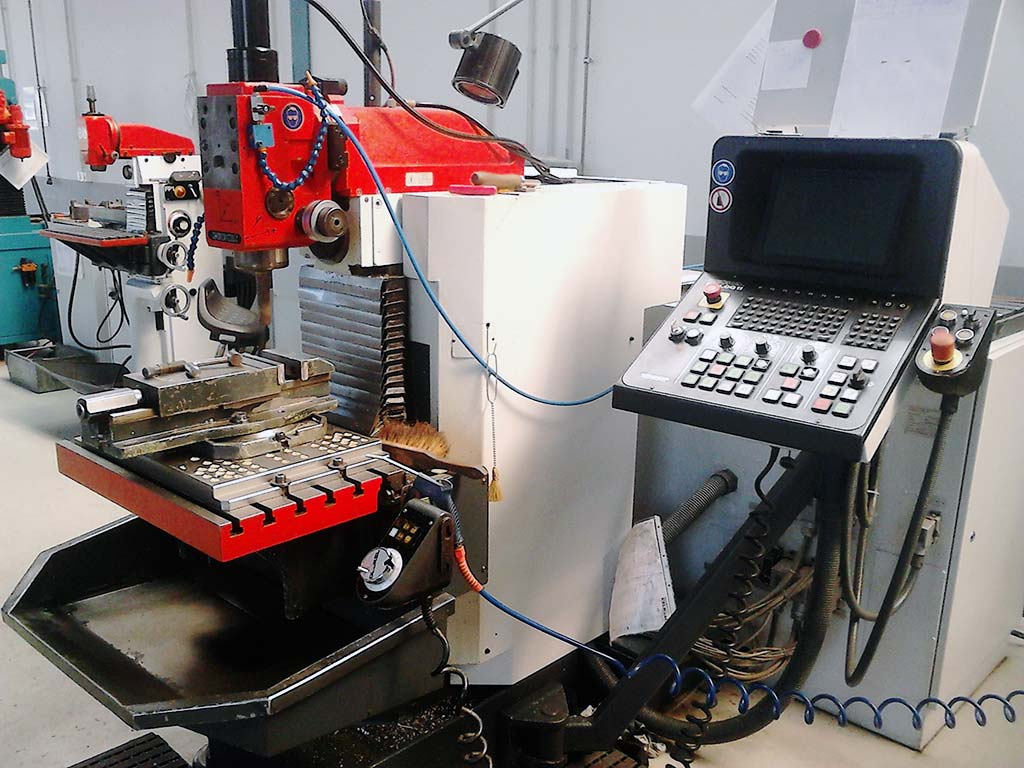 Universal Milling and Drilling Machine DECKEL FP2A Image-1