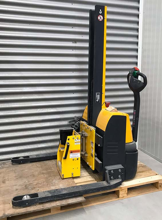 Electric Walkie Straddle Stacker JUNGHEINRICH EMC B10 Image-1