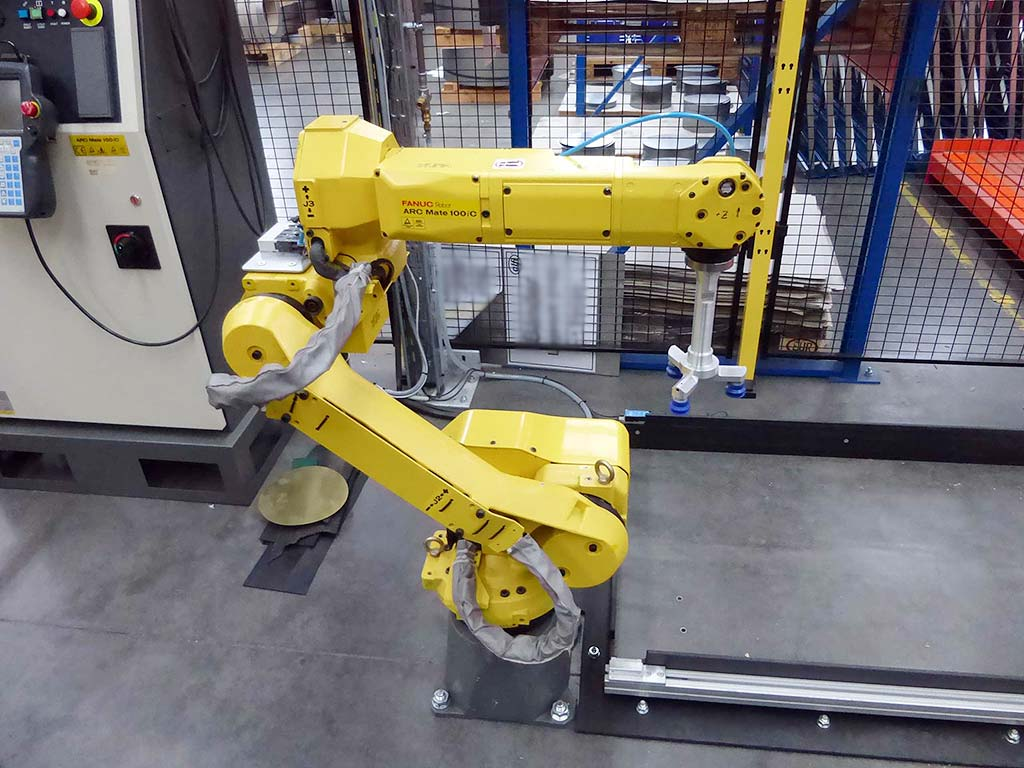 Arc-Welding-Robot-Fanuc-ARC-Mate-100iC Image1