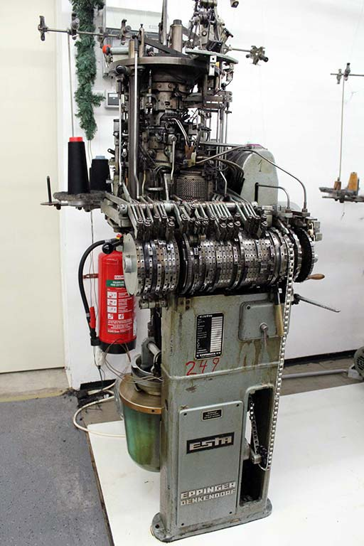 Knitting-Machine-Esta-JU3 Image1