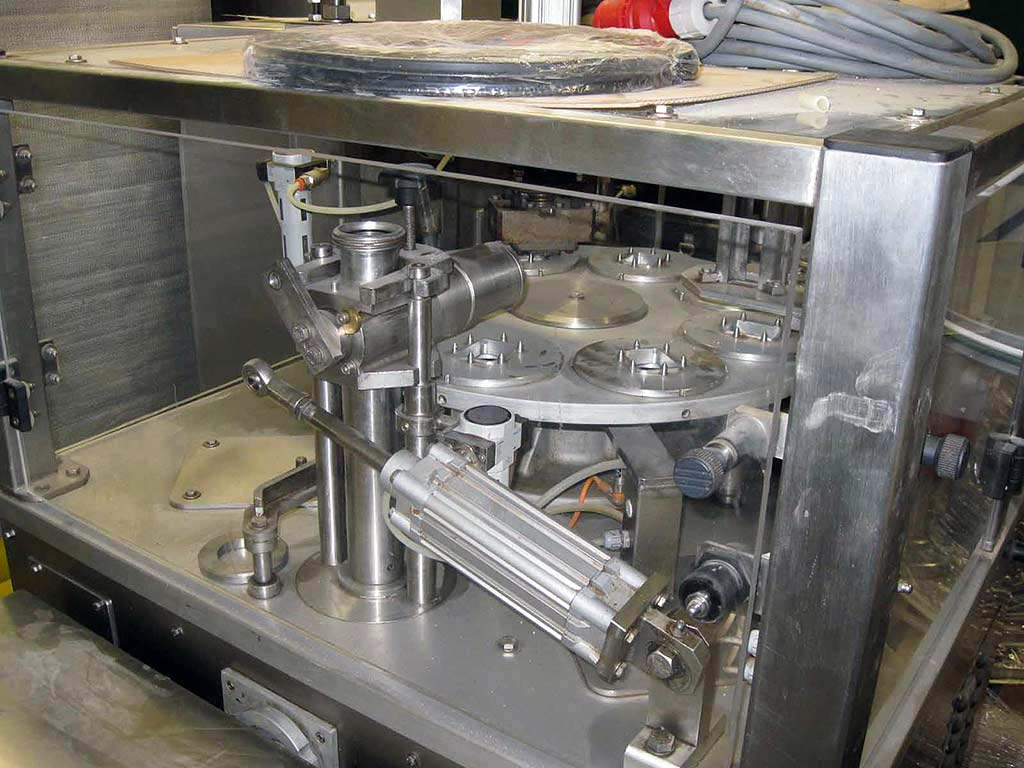 Cup Form, Fill and Seal Machine Interpac Hittpac AKS 010 Image-1